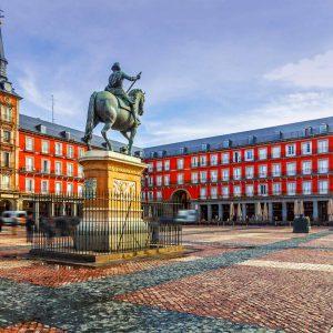 Comprare casa a Madrid e Barcellona: meglio affidarsi a un'agenzia o al property finder?